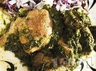 Рецепта Домашно задушено пиле със замразен спанак и ориз в тенджера